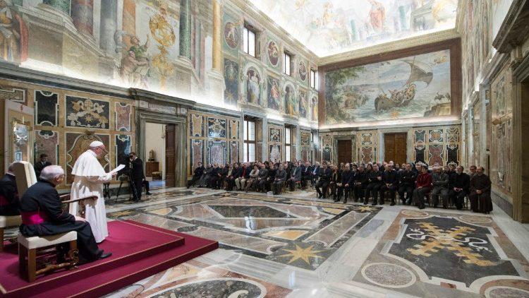 """31 janvier 2018 ‑Le Pape reçoit la Fondation italienne anti-usure: """"non à une économie qui tue et humilie"""" — Pope Francis: 'Usury humiliates andkills'"""