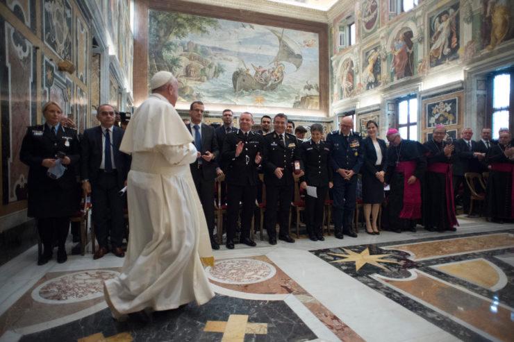 9 Février 2018 : Traite des personnes — Le Pape dénonce des modèles économiques